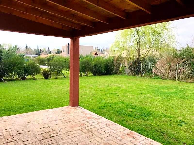 Foto Casa en Venta en  La Comarca,  Countries/B.Cerrado  Apto Credito!!! Casa 3 dorm. Piscina. Amenities y seg 24hs