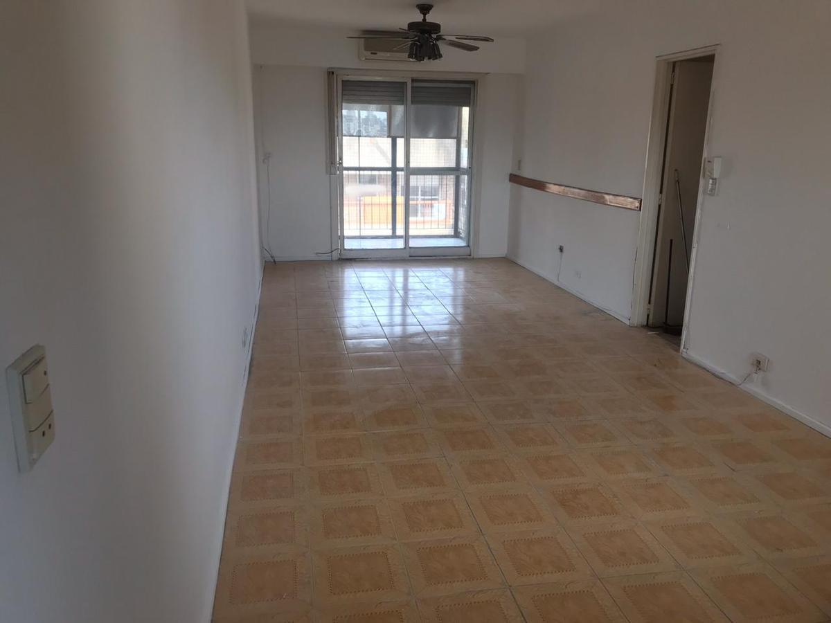 Foto Departamento en Venta en  Centro,  Rosario  Venta - 3 dormitorios y 2 baños con patio y parrillero - Maipu 714  piso 11-02