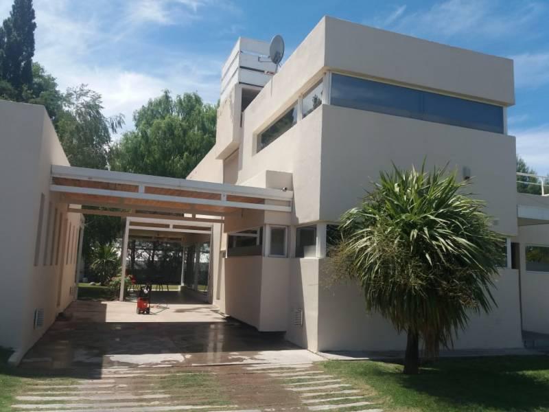 Foto Casa en Venta en  Centenario,  Confluencia  Barrio La Comarca al 100