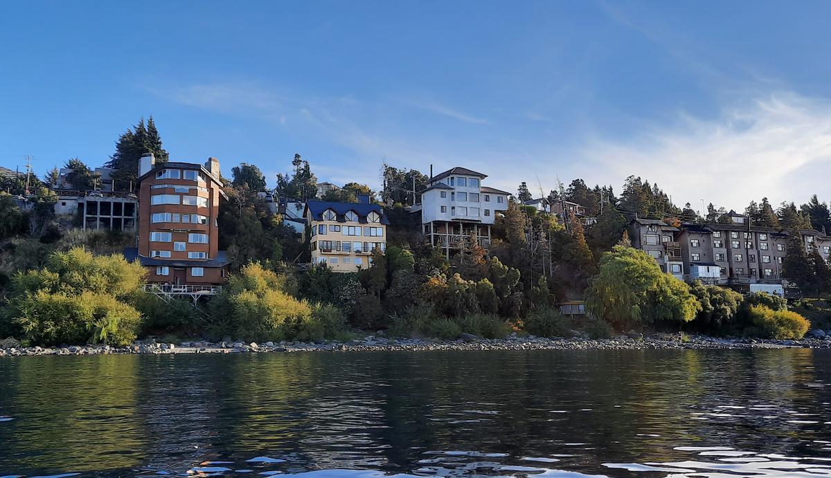 Foto Hotel en Venta |  en  San Carlos De Bariloche,  Bariloche  Av Bustillo  5200