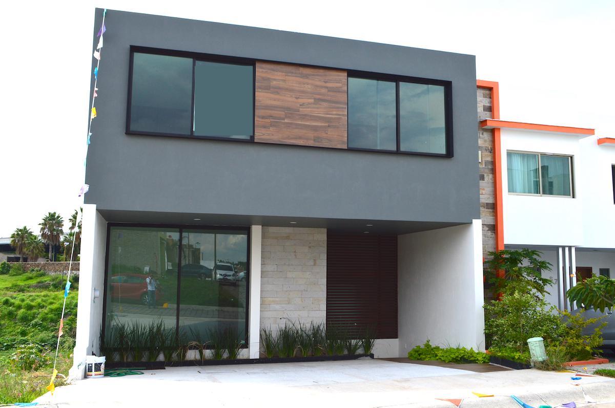 Foto Casa en Venta en  Fraccionamiento Los Almendros,  Zapopan  Av. Rio Blanco 1200 279 Fracc. Argenta