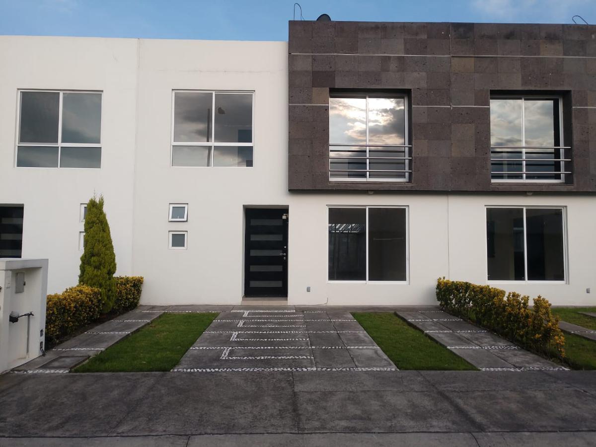 Foto Casa en Renta en  La Magdalena,  San Mateo Atenco  CASA EN RENTA EN FRACC. CANTERA 1003, SAN MATEO ATENCO A UNA CUADRA DE LA NUEVA AVENIDA, CON SALIDA RÁPIDA HACIA CDMX