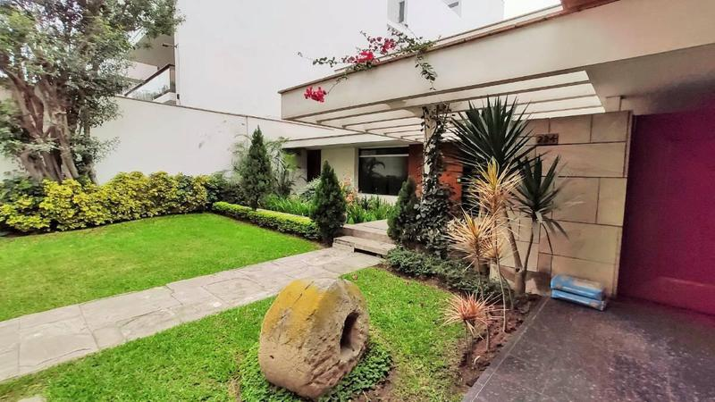 Foto Casa en Venta en  Santiago de Surco,  Lima  Av del Sur. Chacarilla