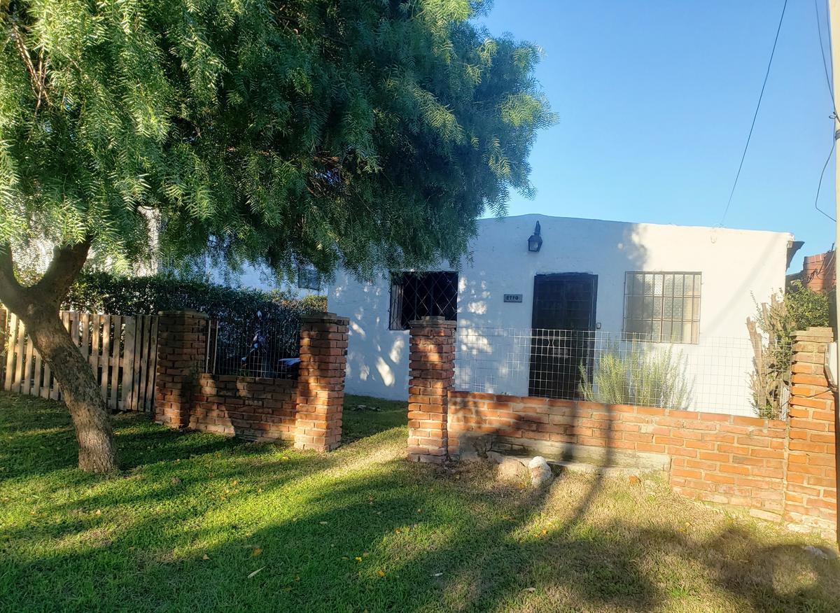 Foto Casa en Venta en  Colonia del Sacramento ,  Colonia  Casa de 2 dormitorios a reciclar ubicada a 200 metros de F. J. Carballo