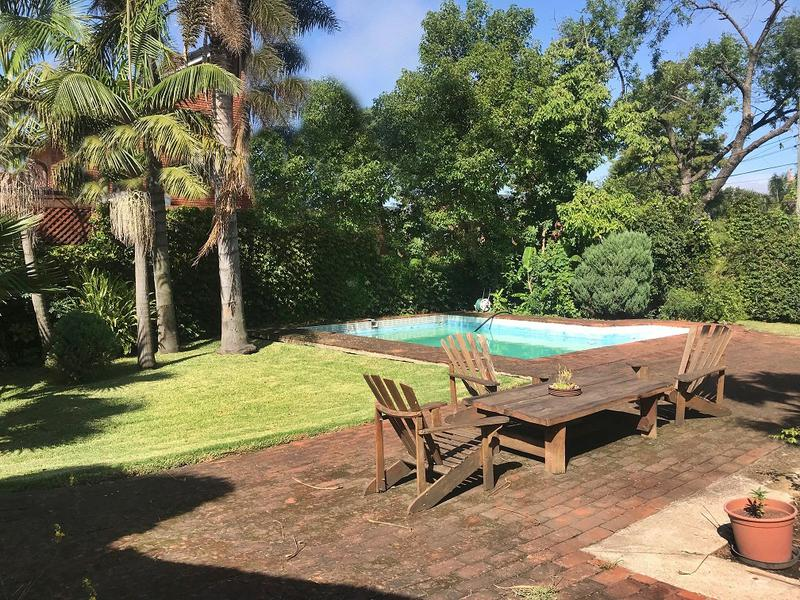 Foto Casa en Venta en  Carrasco ,  Montevideo         Lawn tennis, 1000 m2 de terreno   Carrasco