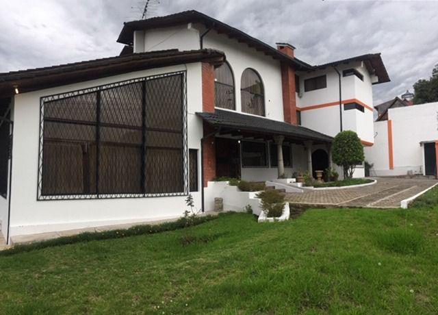 Foto Casa en Alquiler en  Cumbayá,  Quito  Casa independiente con 12 dormitorios, Cumbaya