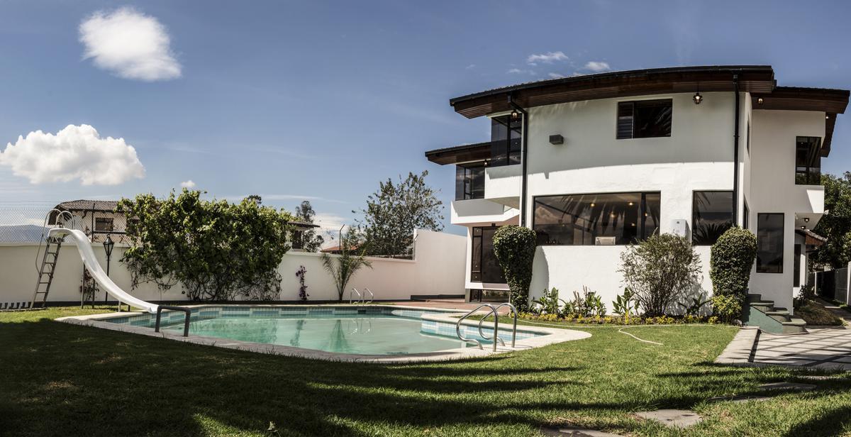 Foto Casa en Alquiler en  Cumbayá,  Quito  Jardines del Este