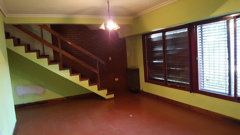 Foto Casa en Alquiler en  Adrogue,  Almirante Brown  DE KAY 1361 Entre Av. San Martin y Rivadavia