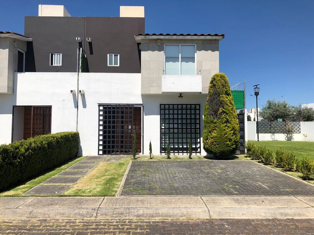 Foto Casa en condominio en Venta en  San Miguel Totocuitlapilco,  Metepec  CASA EN VENTA EN ESQUINA DENTRO DE PRIVADA EN FORESTA  A 45min DE  LA CDMX