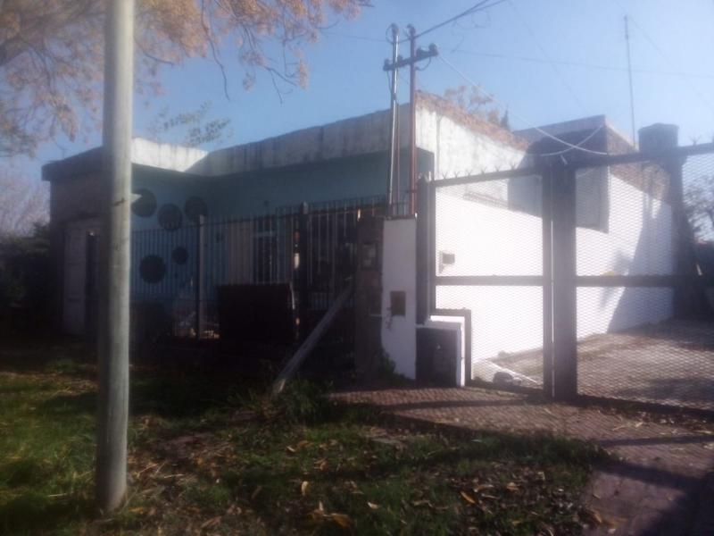 Foto Casa en Venta en  Berazategui ,  G.B.A. Zona Sur  Calle 10 4054