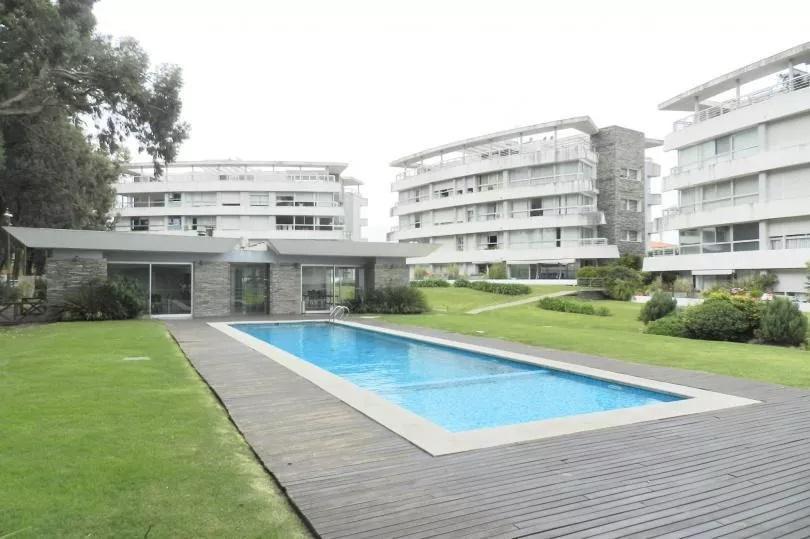 Foto Apartamento en Alquiler en  Carrasco ,  Montevideo  Carrasco