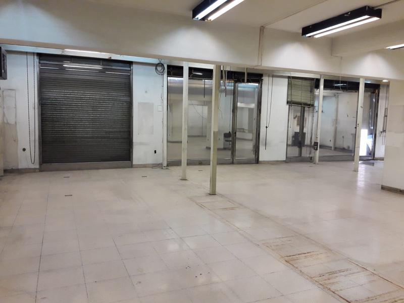 Foto Oficina en Venta en  Centro (Montevideo),  Montevideo     Salón y Oficinas a metros de 18 de  Julio