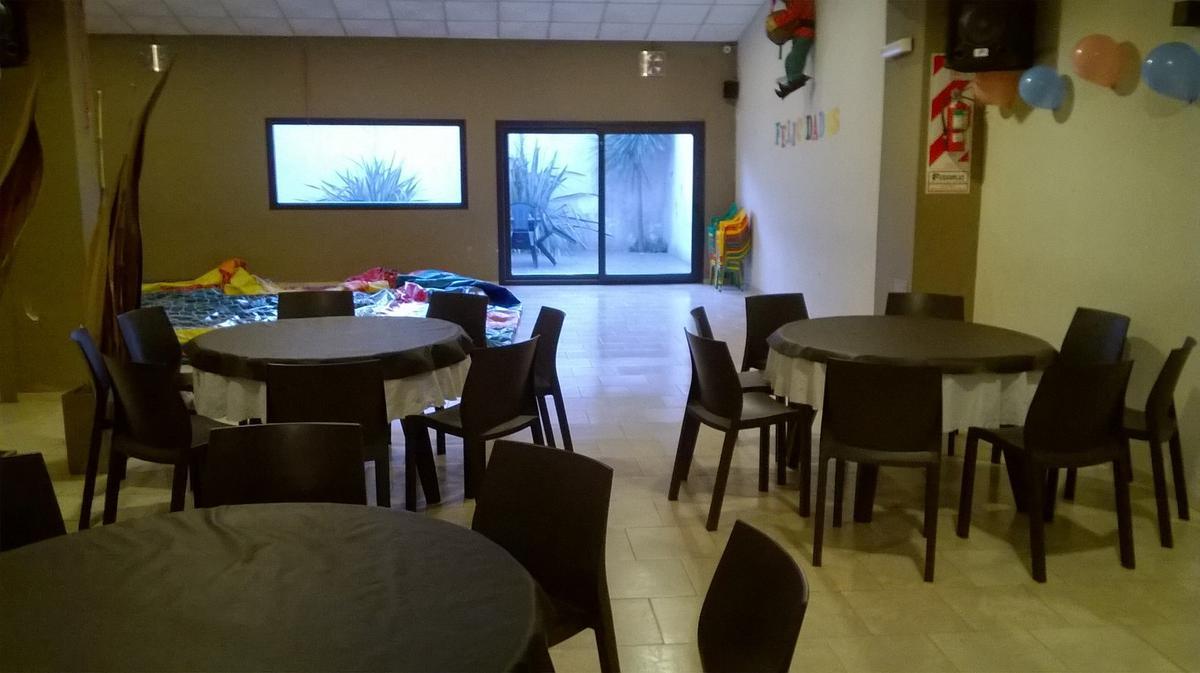 Foto Local en Alquiler en  La Plata ,  G.B.A. Zona Sur  al 500