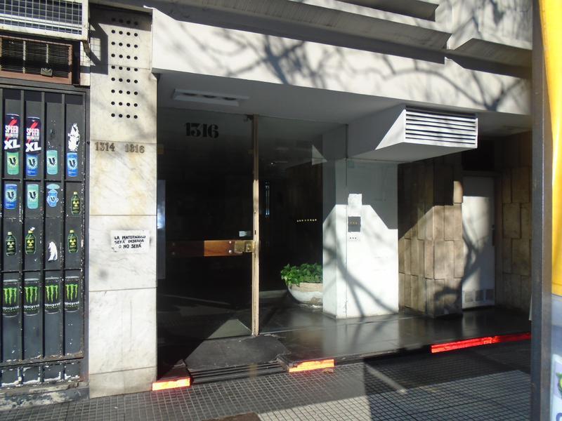 Foto Departamento en Alquiler en  Congreso ,  Capital Federal  Avenida de Mayo al 1300