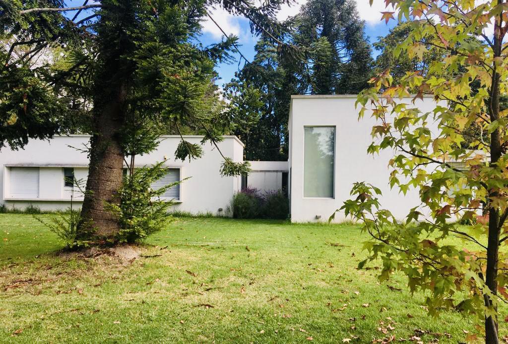Foto Casa en Alquiler en  Villa Elisa,  La Plata  422 E/ 27 bis y 28