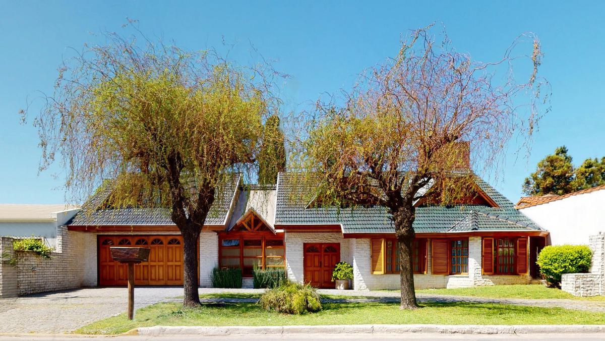 Foto Casa en Venta en  City Bell,  La Plata  476 E/ 19 y 20
