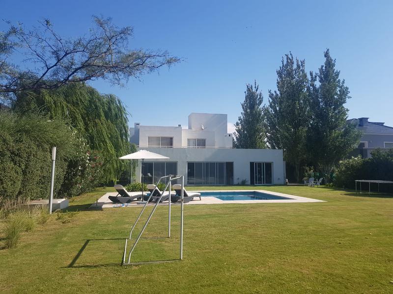 Foto Casa en Venta en  La Santina,  Cordoba Capital  La Santina