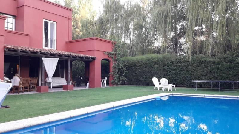 Foto Casa en Venta en  Santa Barbara,  Countries/B.Cerrado (Tigre)  Corredor Bancalari, Benavidez al 3000