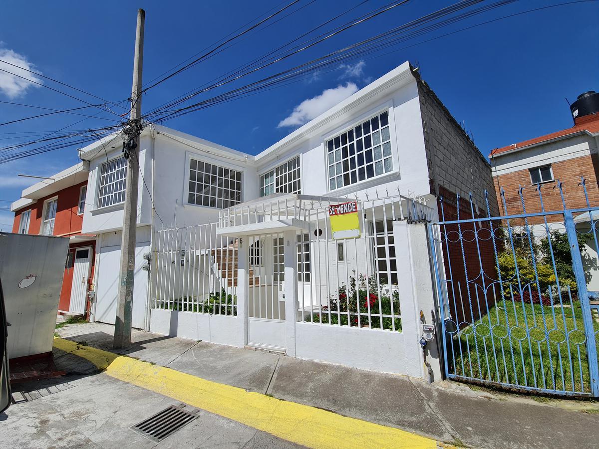 Foto Casa en Venta en  Jesús Jiménez Gallardo,  Metepec  Casa en Venta,  5 Recamaras Col. Jesús Jiménez Gallardo Metepec . Edo de México.