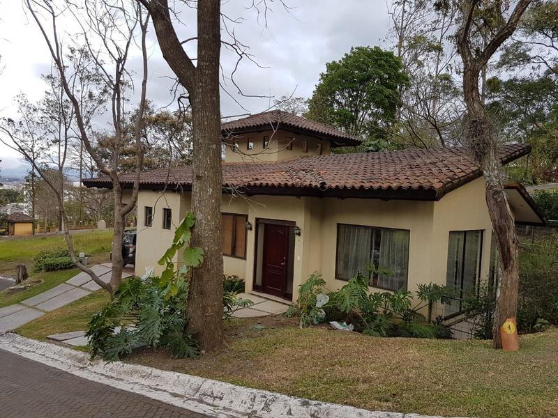 Foto Casa en condominio en Venta en  Escazu,  Escazu  Casa en Escazú con un terreno de 606m2