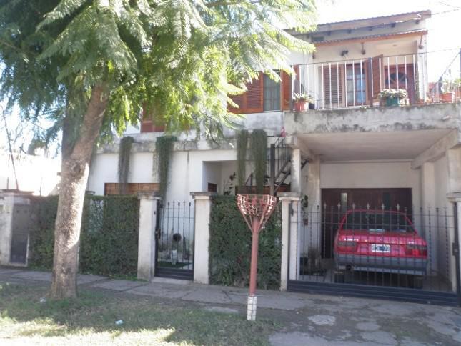 Foto Casa en Venta en LOS CARDALES entre BALBIN JULIAN y MORENO, Argentina | G.B.A. Zona Oeste | Ituzaingó