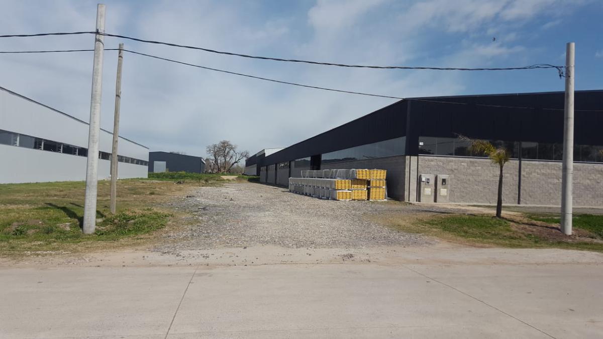 Foto Nave Industrial en Alquiler en  Moreno,  Moreno  RUTA 24 entre  y