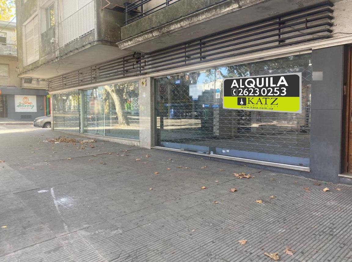 Foto Local en Venta en  Pocitos ,  Montevideo  Rivera esquina Bustamante , local de 473 m2 !!