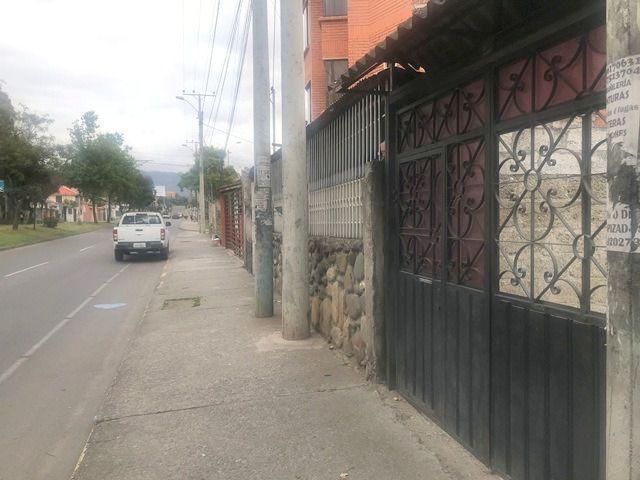Foto Terreno en Venta en  Este,  Cuenca  Av. 10 de Agosto