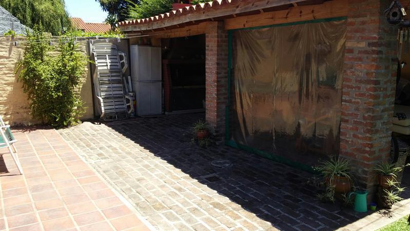 Foto Casa en Venta en  Banfield Este,  Banfield  Pintos 1666