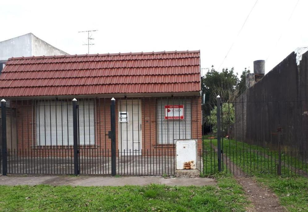 Foto Casa en Venta en  Los Hornos,  La Plata  138 e/ 73 y 74