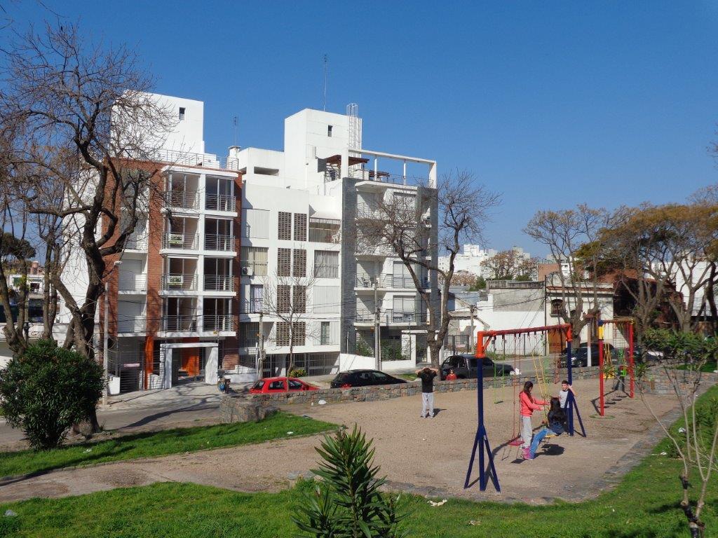 Foto Departamento en Alquiler en  Puerto Buceo ,  Montevideo  CARACAS al 1200