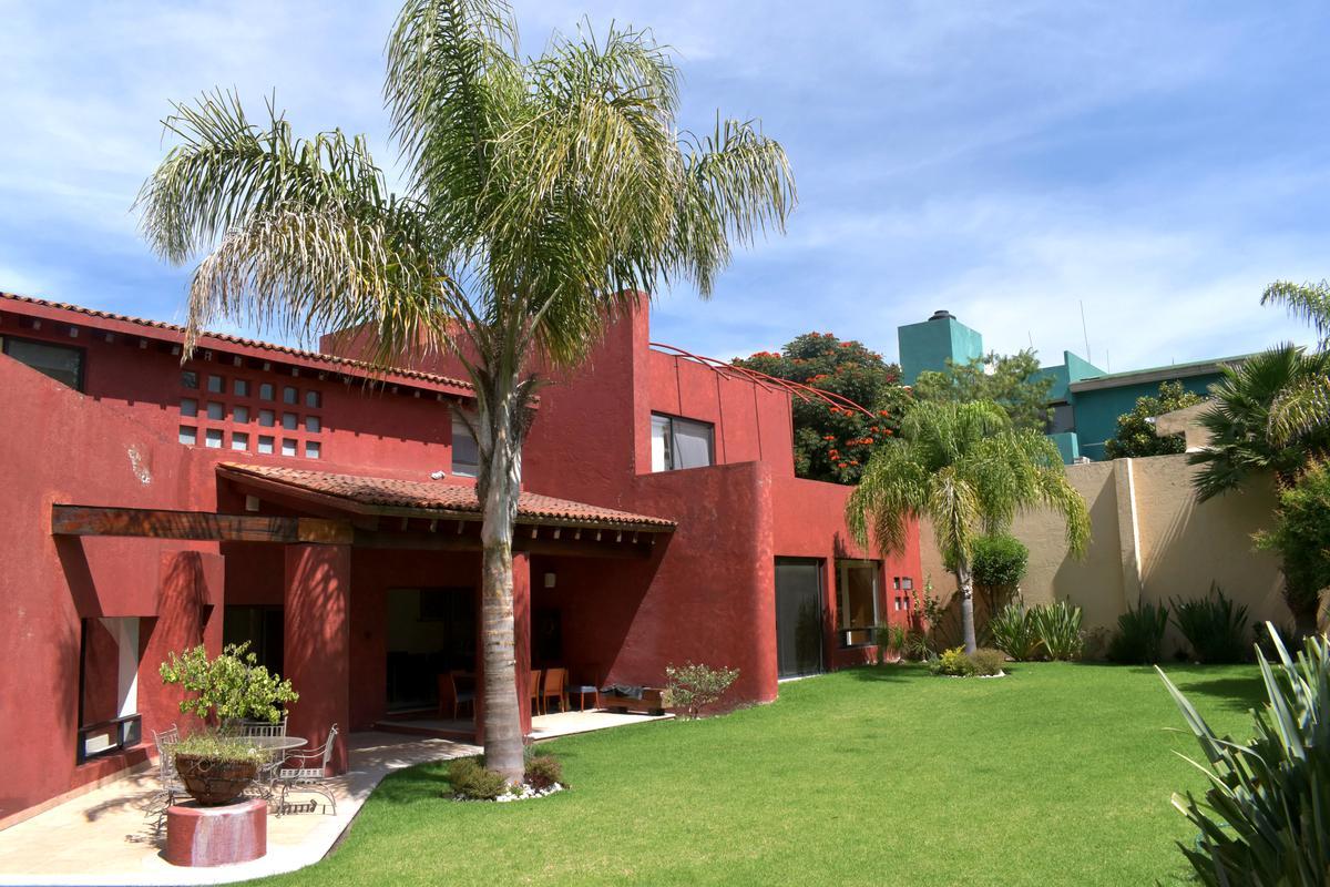 Foto Casa en Venta en  Puebla ,  Puebla  Casa en Venta en Fraccionamiento la Concepción Zona Zavaleta/ 4 recamaras / con Jardin