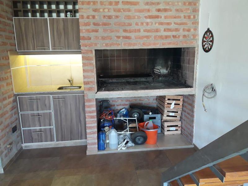 Foto Casa en Venta en  Capital ,  Neuquen  CASA URBANIZACIÓN BOSCH   Virgilio Amarante al 4700