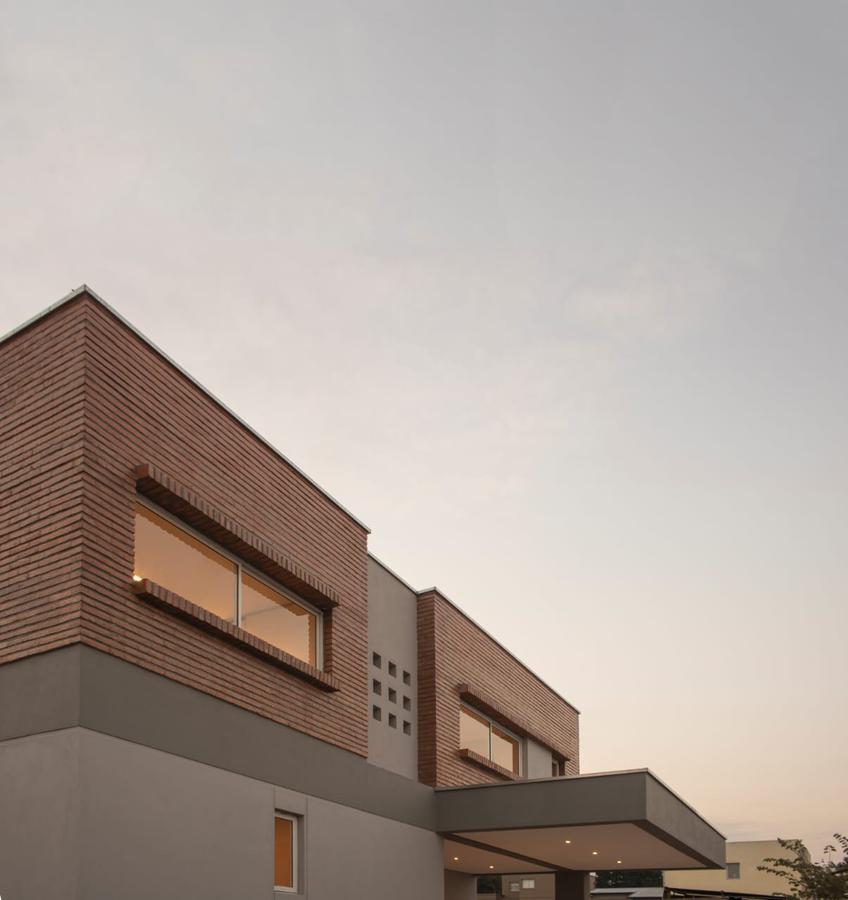 Foto Casa en Venta en  Yerba Buena ,  Tucumán  Av. Solano Vera 2900 B° Priv. Fincas del Manantial