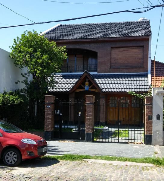 Foto Casa en Venta |  en  Temperley Este,  Temperley  Rivadavia al 100