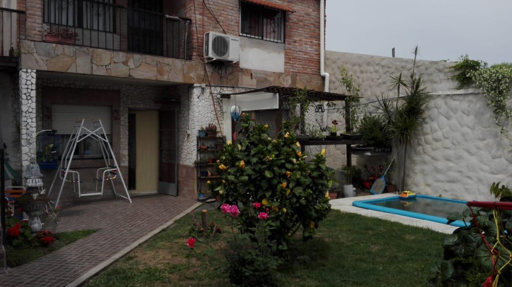 Foto Casa en Venta en  Azcuenaga,  Rosario  Montevideo al 6300