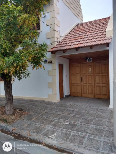 Foto Casa en Venta en  Santa Genoveva ,  Capital  DUPLEX ALBERTI al 1100