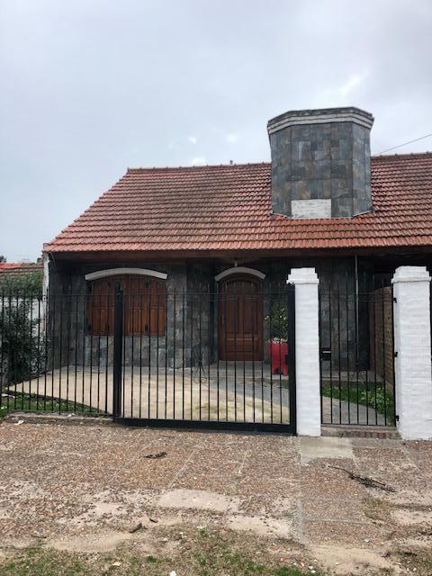 Foto Casa en Alquiler en  Luis Guillon,  Esteban Echeverria  Bertollo al 1200