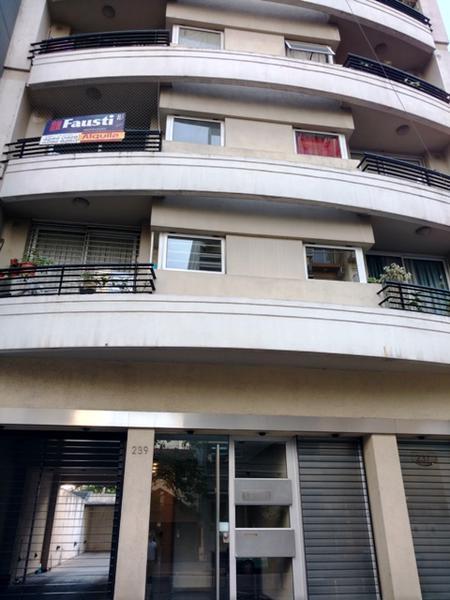 Foto Departamento en Alquiler en  Lomas de Zamora Oeste,  Lomas De Zamora  Sarmiento N° al 200