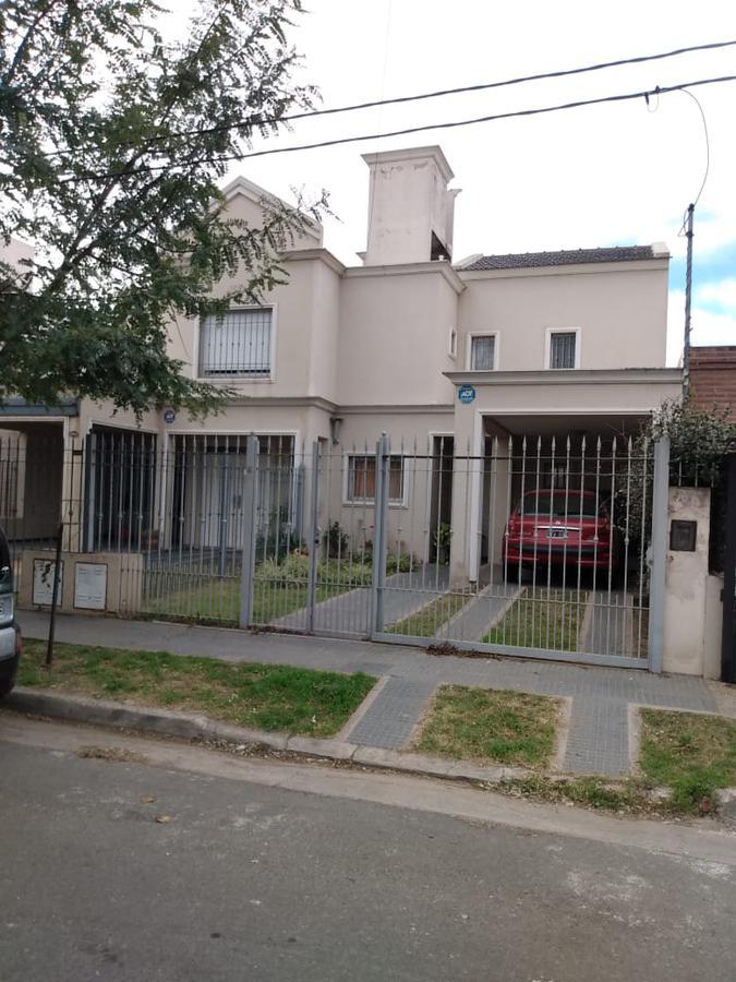 Foto Casa en Venta en  Nuevo Poeta Lugones,  Cordoba Capital  Nuevo Poeta Lugones - Dúplex 2 dorm - 2 baños - Patio