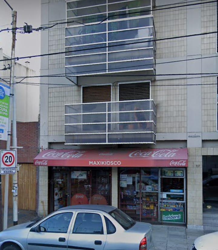 Foto Local en Venta en  Avellaneda ,  G.B.A. Zona Sur  Lavalle al 100