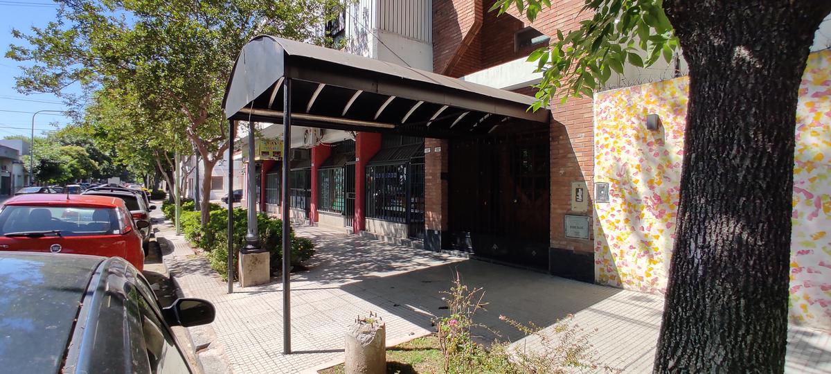 Foto Edificio Comercial en Venta en  B.Santa Rita,  V.Parque  Emilio Lamarca al 1900