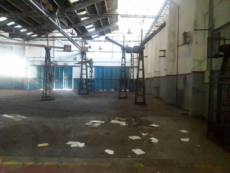 Foto Nave Industrial en Alquiler en  Haedo,  Moron  Valentin Gomez al 500