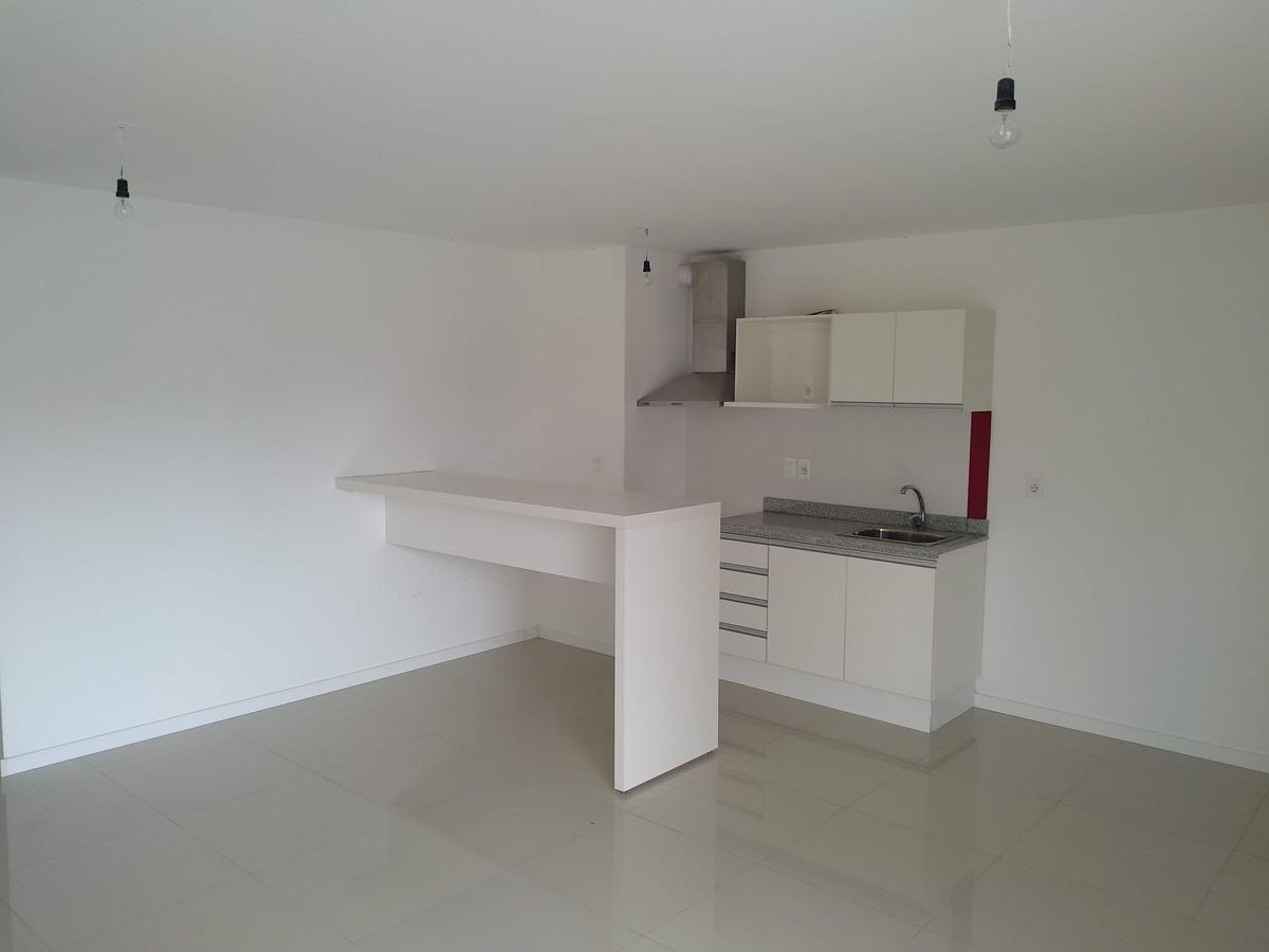 Foto Apartamento en Alquiler en  Centro (Montevideo),  Montevideo  Canelones y Río Negro