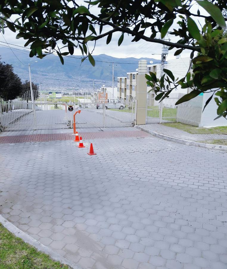 Foto Terreno en Venta en  Vía Simón Bolivar,  Quito   HERMOSOS TERRENOS DE 210M2