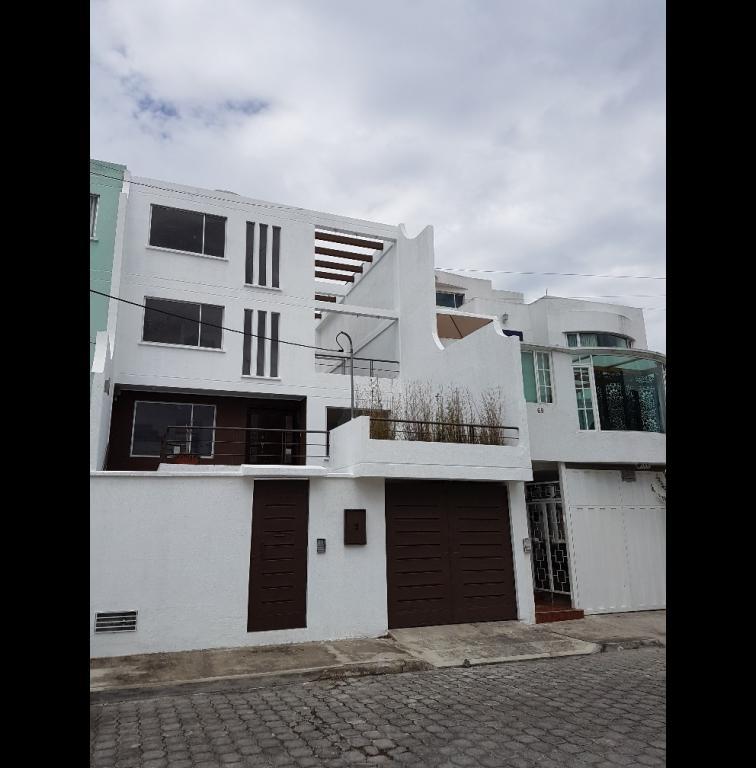 Foto Casa en Venta en  Carcelén,  Quito  Urbanizacion Uraba