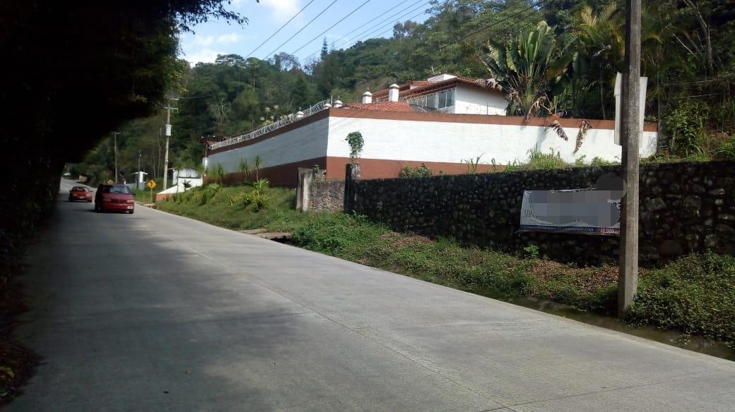 Foto Terreno en Venta en  Fraccionamiento Briones,  Coatepec  Terreno en venta en coatepec BRIONES sobre Avenida principal