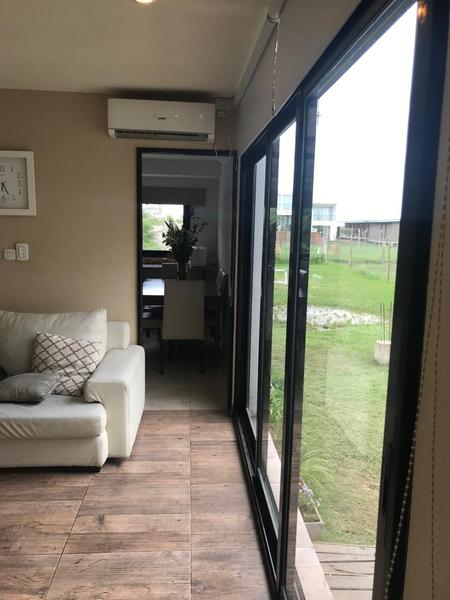 Foto Casa en Venta en  Manuel B Gonnet,  La Plata          502A entre 2 y 3