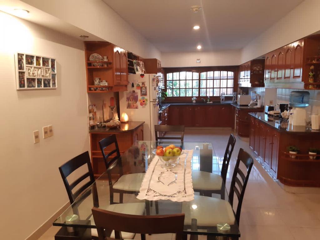 Foto Casa en Alquiler temporario en  Mart.-Santa Fe/Fleming,  Martinez  SAENZ VALIENTE al 800