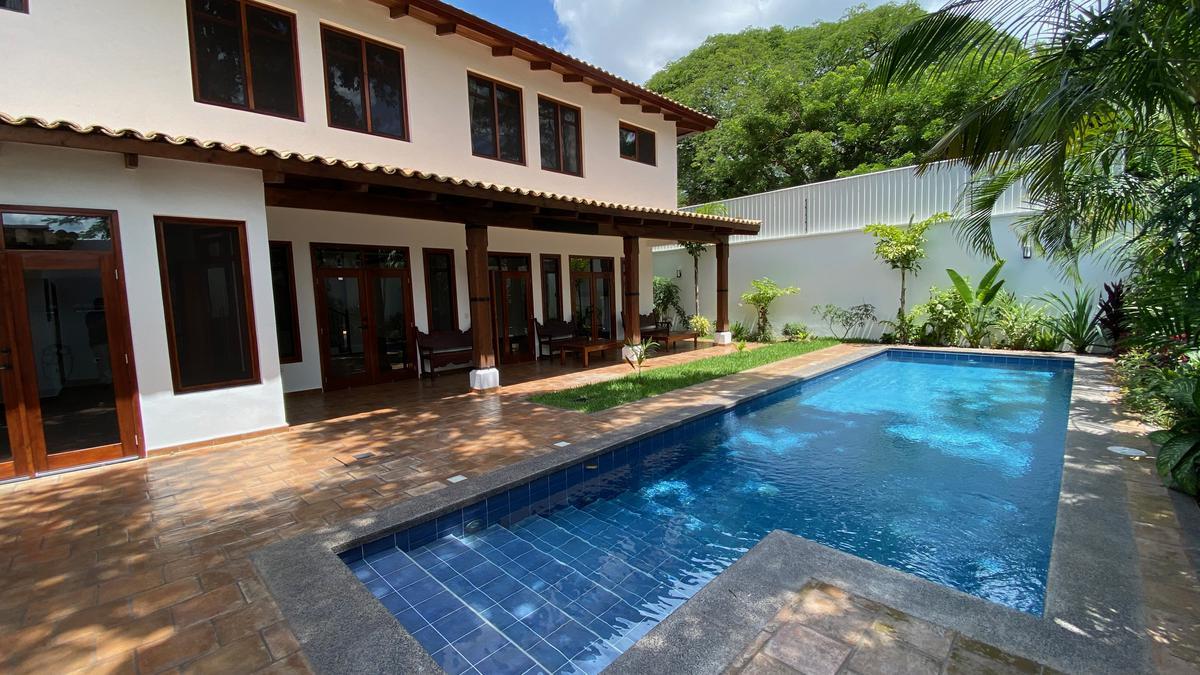 Foto Casa en Renta en  San Ignacio,  Tegucigalpa  Casa de 4 Habitaciones dentro de Circuito Privado con Piscina  en San Ignacio, Tegucigalpa